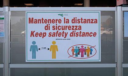 Italy social distancing poster